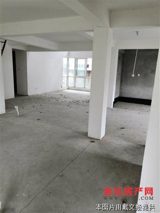 左邻右里1-2楼复式楼下130.17平楼上85平5室3厅3卫两个厨房东边户前后院子80平毛坯249万房源相册
