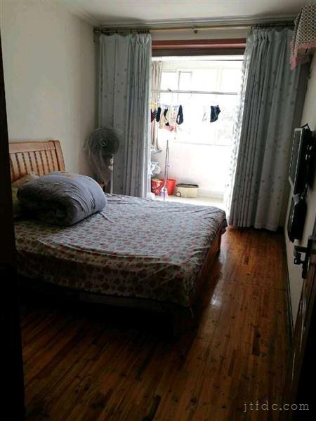 文化二村一楼47平方二室一厅房东精装实用面积有70平方