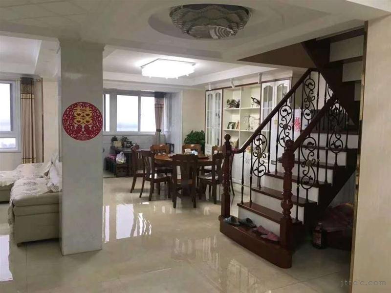 万士新村11楼复式221平4室2厅2卫精装188万