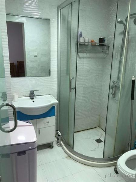 市中心,单身公寓的福利,一室一厅干净清爽库改房的租价住电梯房,生活配套齐全