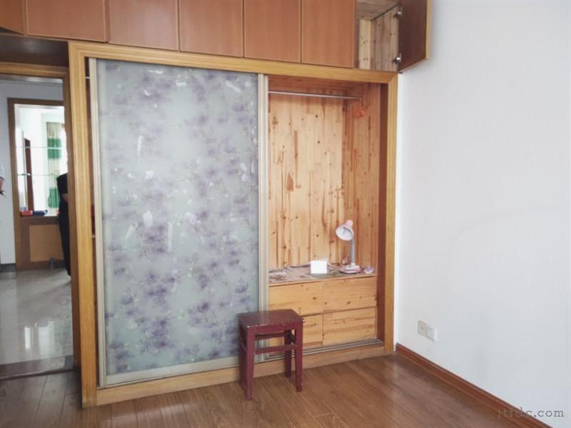 金湖花园精装2/2/1朝南好房63.8万