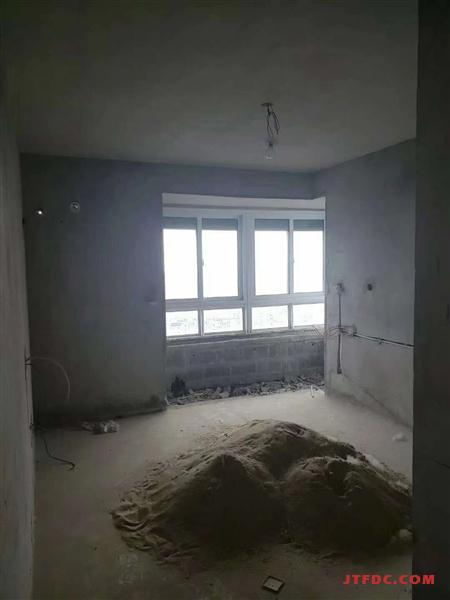 翠堤湾毛坯4房/2厅/2卫朝南好房132.8万