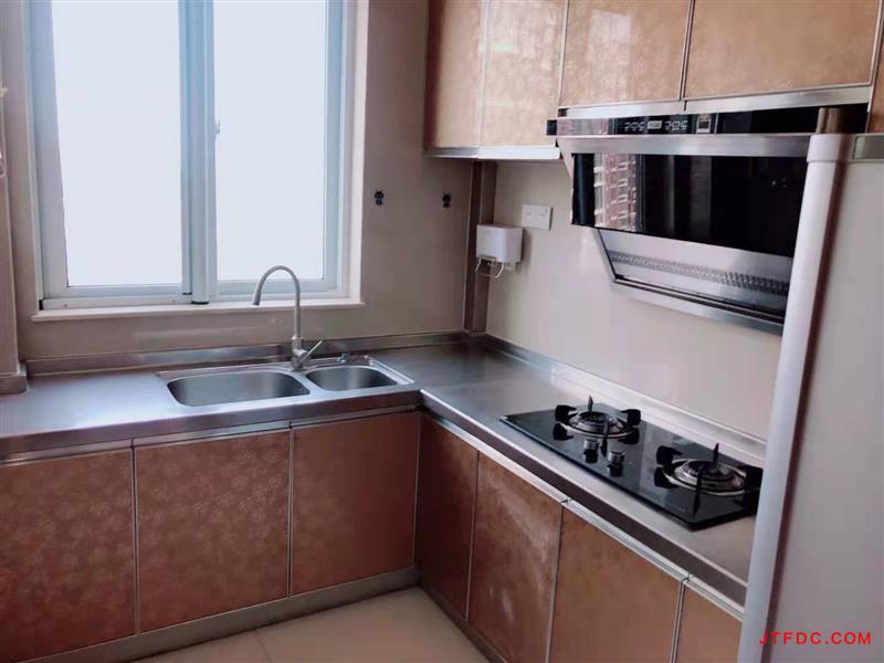 金水湾4期11楼,110平,实际面积达120平,3室2厅2卫,车库8平,婚房装