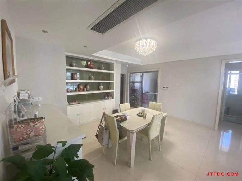 颐和世家二期15楼,137平,3室2厅1卫1衣帽间,超大厨房,欧式装修,中央空调