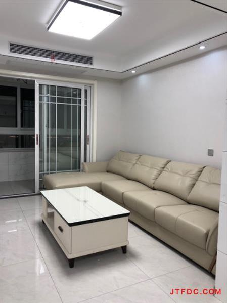 你一手金玉华府,15楼,95平方,2室2厅,现代装修风格,一口价118.8万