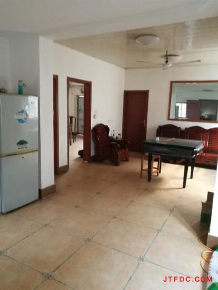 出租!金水华都旁(龙山路)整栋私房、新装3室2厅、有院子有井、有空调3只、洗衣机