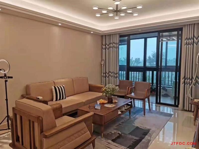 新城金郡一期低层134.6平,三室两厅205两卫,房东开价218万