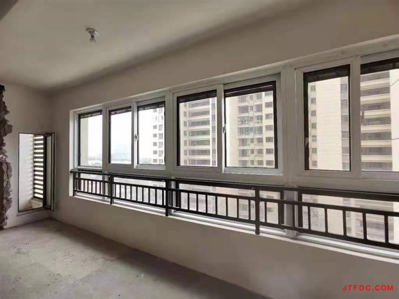 中梁一号院电梯7楼,129平,4室2厅2卫,毛坯,南有双阳台,北有小阳台,南