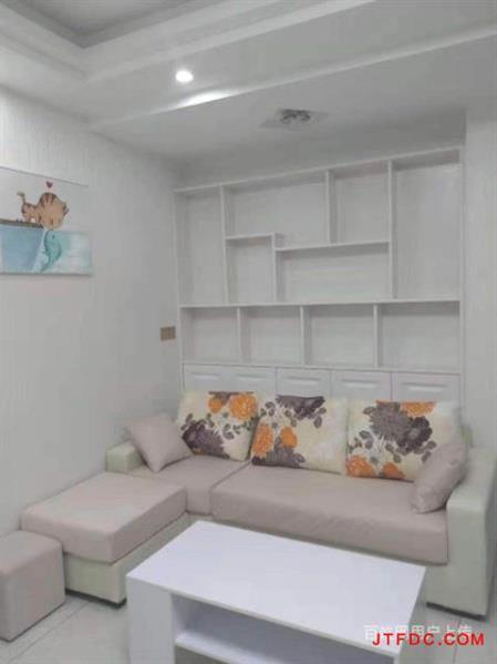 出租万士新村,5楼,电梯。3室二厅一卫精装修,2500每个月