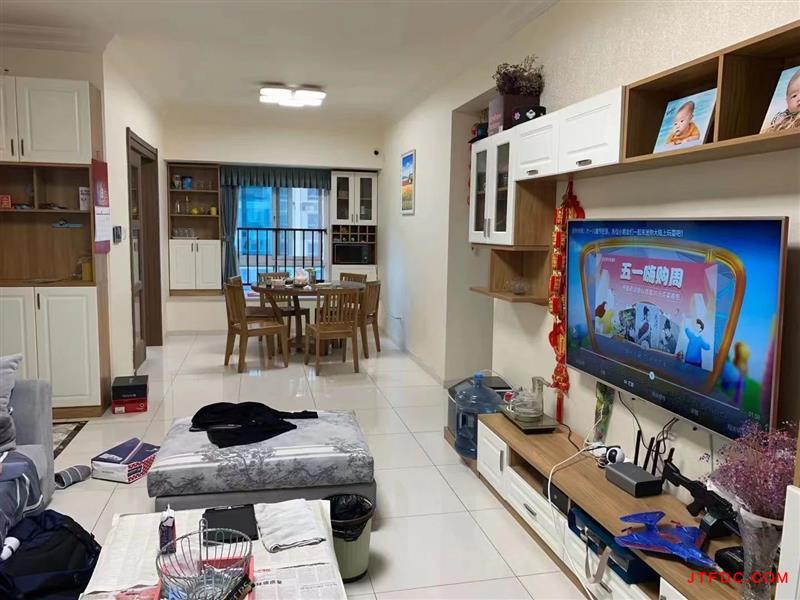 碧桂园二期,126平方,3室2厅2卫,车位两个,房东重新装修过,开价208.