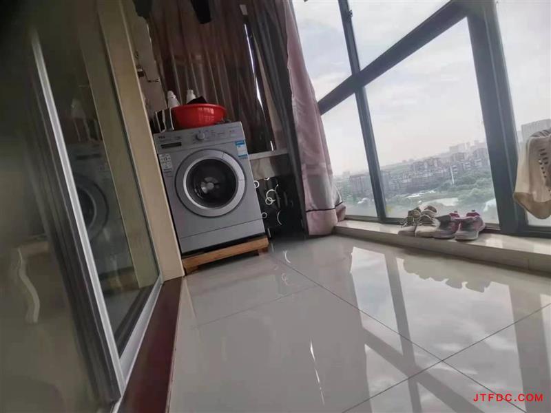 金水湾四期电梯12楼,89平,2室2厅双阳台,现代装修,开价87.8万。微信与