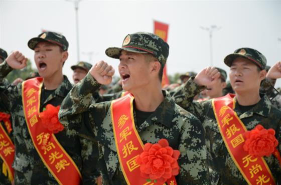 金坛区155名新兵奔赴军营